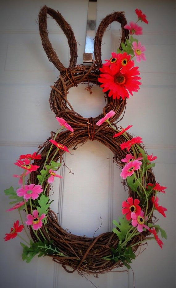 Easter Bunny door wreath, DIY Easter Door Decoration, Easter craft ideas  #Easter #ideas #holiday www.loveitsomuch.com