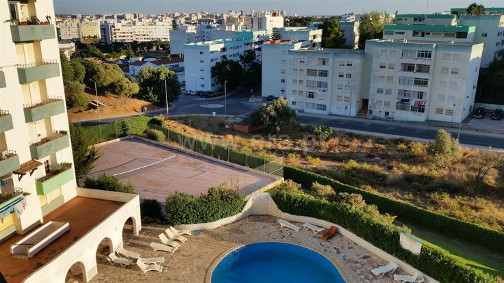 2 bedroom apartment, located in the urbanization Sol Algarve, in a condominium with pool and tennis court. Building freshly painted. Apartment is sold fully furnished and equipped and is in good condition. Excellent balcony facing south.   Apartment T2 / Portimão, Portimão / Sale / Ref. 112150287