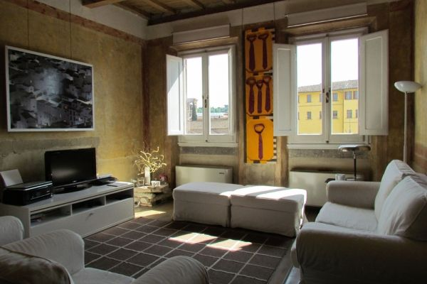 Florence, Italy Vacation Rental, 1 bed, 1 bath, kitchen with WIFI in Santa Croce. Thousands of photos and unbiased customer reviews, Enjoy a great Florence apartment rental perfect for your next holiday. Book online!