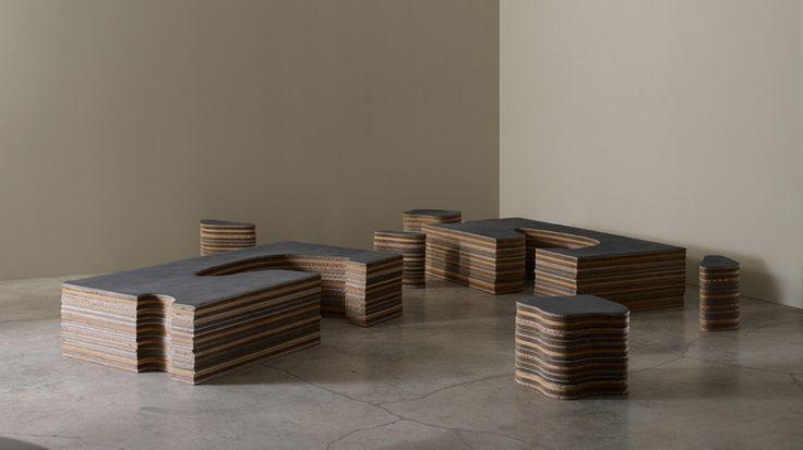Elemento polifunzionale composto da tavolino/panca e tre sedute estraibili | Lachea di Adele-c | Design: Paolo Parisi | Collezione: Sign | Materiali: Caucciù