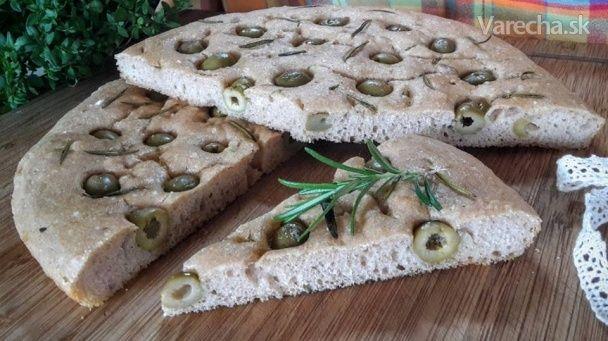 Focaccia s olivami a rozmarínom