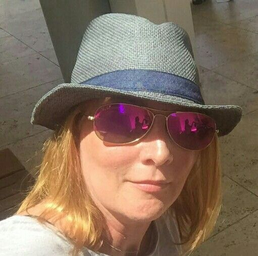 The best Artist there is Laurel Holloman