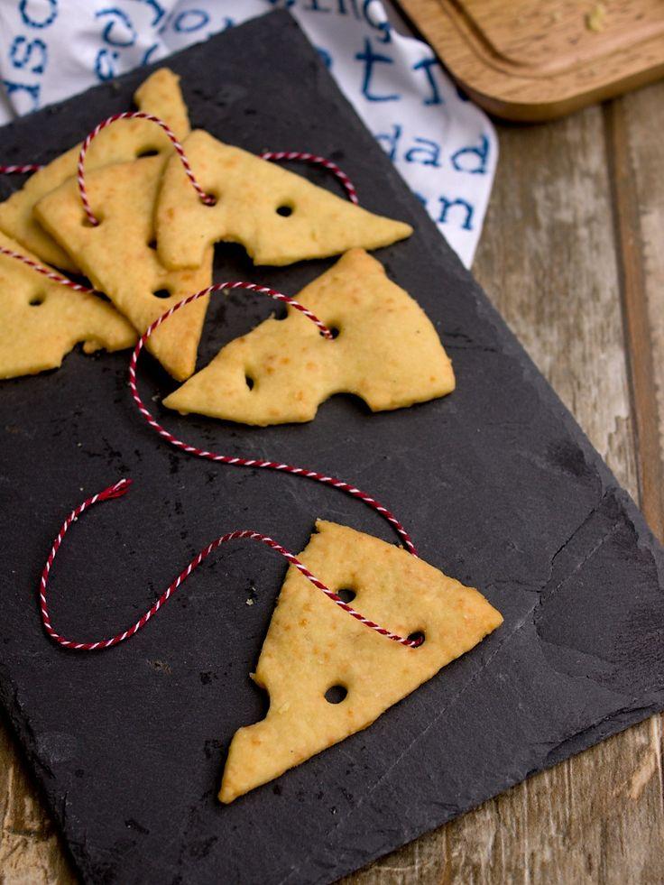 Kamarádka Lucka z blogu NESTO  peče sýrové krekry. Když asi před dvěma měsíci zveřejnila recept společně s návodem na vytvoření stylového tv...
