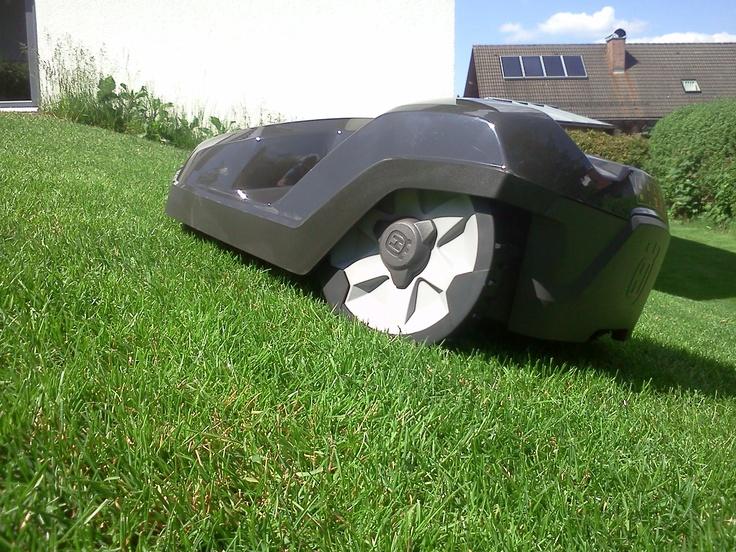 http://www.robomaeher.de/blog/automower-320/test-vergleich-der-neuen-automower-320-und-330-x.html Der neue automatische Rasenmäher Roboter Automower 320 schafft jetzt Steigungen von bis zu 45%