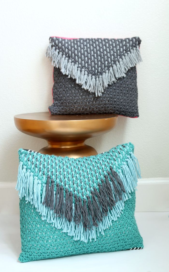 Tejido Tassel Pillow - un patrón de crochet libre de www.persialou.com