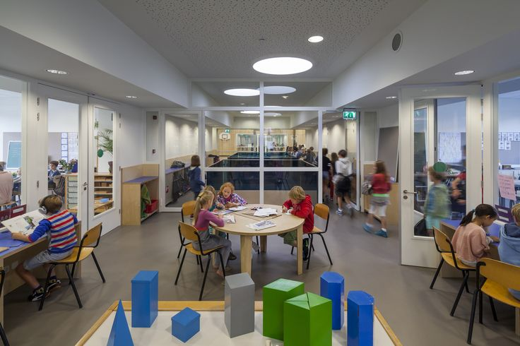 Escuela Montessori Waalsdorp  / De Zwarte Hond