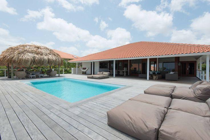 Bekijk deze fantastische advertentie op Airbnb: Luxe 8 pers villa met privé zwembad - Huizen te Huur in Jan Thiel