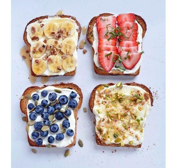 Des tartines à la ricotta, au miel et aux fruits pinterest petit dejeuner été