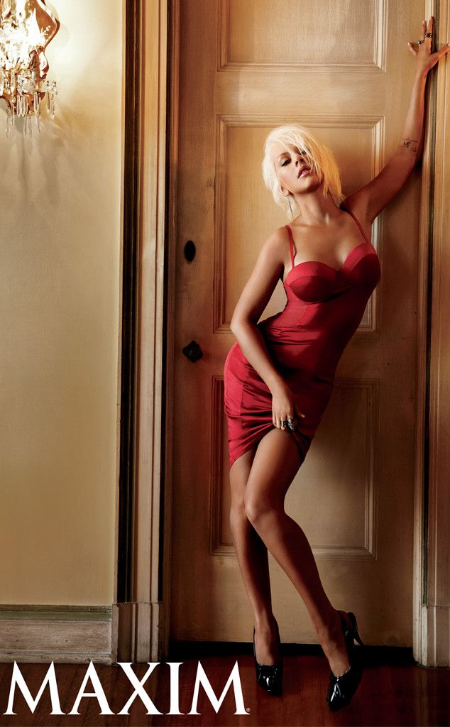 Aguilera christina nude pose