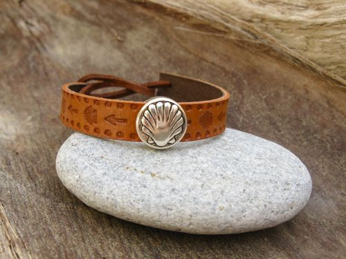 Camino bracelet / leather: A truly meaningful bracelet to many people