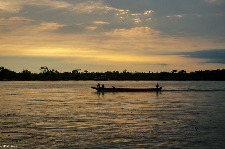 Bello atardecer en el Río Magdalena en su paso por Barrancabermeja  Río Magdalena by Jorge Mario Espitia Mendoza on 500px