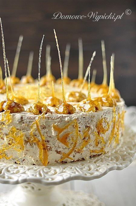 Super smaczny tort z karmelem i mnóstwem orzechów włoskich. Orzechy znajdziecie wszędzie- począwszy od ciasta orzechowego, poprzez masę budyniową z...