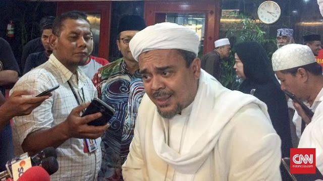 "Rizieq Shihab Tak Takut Meski Lima Kali Dilaporkan  Nusantarasatu.net - Imam Besar Front Pembala Islam (FPI) Rizieq Shihab tak takut meski dilaporkan hingga lima kali ke polisi. Ia hanya berharap polisi sebagai penegak hukum tidak terjebak dalam permainan politik. Rizieq tiga kali dilaporkan atas tuduhan penistaan agama dan dua kali dilaporkan menyebarkan ujaran kebencian ke Polda Metro Jaya. Rizieq mengatakan hak setiap warga negara melapor ke polisi jika merasa dirugikan. ""Setiap warga…"