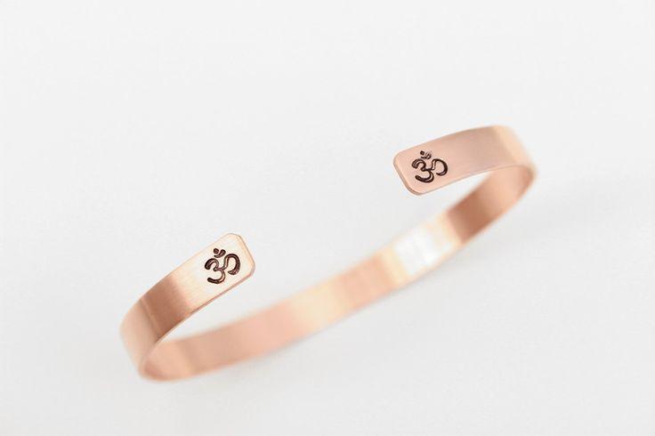 Om Kupfer Armreif handgestempelt - taufrisch jewelry #schmuck #dawanda #dawandashop #om #kupfer #geschenk #meditation #yoga #yogajewelry #taufrischjewelry #trendy #style #handmade #handstamped #handcrafted #bohemianjewelry #bohochic #bohostyle #bohemian #boho #jewelrydesigner #weihnachten #addictedtojewelry #schmuckliebe #mädchenkram #gift #personalisiert #personalisiertegeschenke #gypsystyle