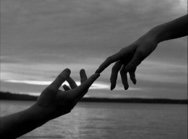 MENSAJE TAO Oct 07: (Tao #98) DESPEDIDA: Los senderos de las personas se unen por un tiempo que se hace corto cuando comparten amistad, pero ello no le resta valor a esos momentos. Debemos aprovechar el apoyarse y el compartir de una manera mutuamente beneficiosa. Siempre que tomemos algo de otro, deberíamos tratar de dar algo a cambio. Esto es fundamental. Nadie debería descansar en otra persona, o esperar que otro lo cargue una larga distancia por el sendero.  @puntoenergetico8