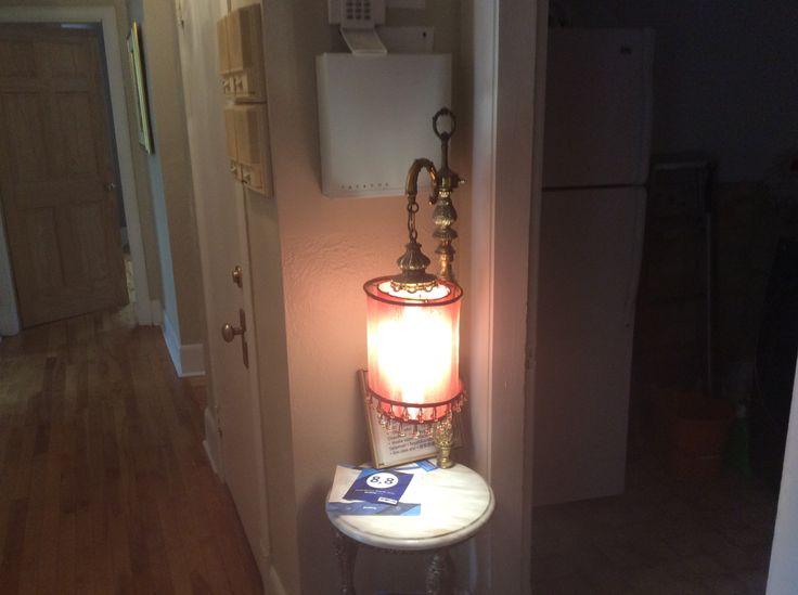 La lampe du passage :  gardienne de la nuit au Couette & Café À la Québécoise au Centre Ville de Québec   418-529-2013