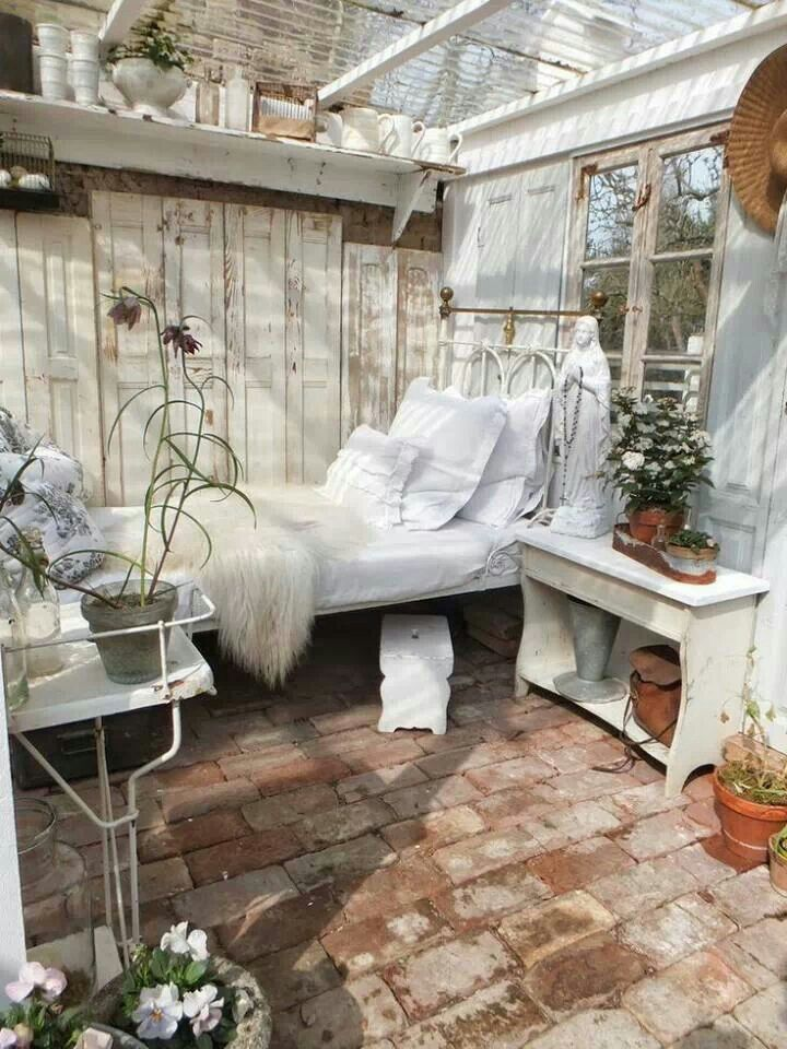 17 best ideas about shabby chic garden on pinterest garden ladder photobucket com and vintage - Gartenhaus shabby chic ...
