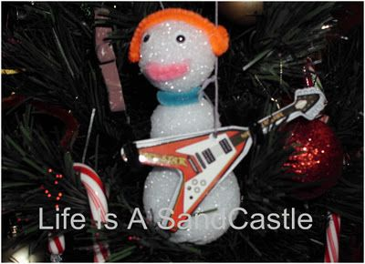 Make A Rocking Snowman Ornament  http://lifeisasandcastle.blogspot.com/2011/12/make-rocking-snowman-ornament.html#