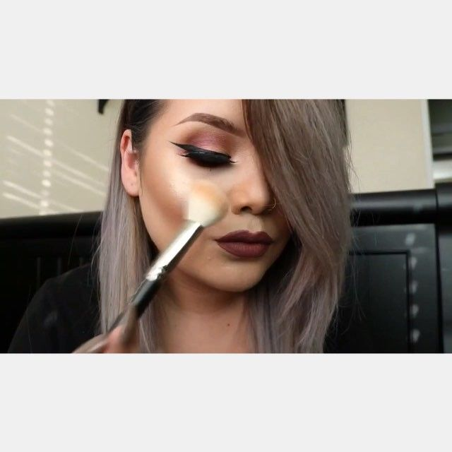 """Here's a little quick video I made for yaaaa. I might have a YouTube coming soon Mixed Studio sculpt w/ two drops of careblend oil. Contouring w/ my Laura Mercier """"bronze glow"""" then buffed out w/ #168 Mac brush. Highlight """"soft&gentle"""" by Mac."""