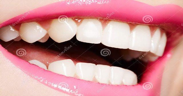 Come fare per avere denti bianchi con i rimedi della nonna?Avere denti bianchi come quello delle stars in tv è ciò che la maggior parte di noi...