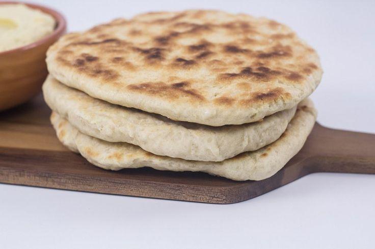 Disse pandebrød er virkelig nemme og meget hurtige at lave. Samtidig så smager de virkelig godt når de serveres lune og gerne med hummus til.