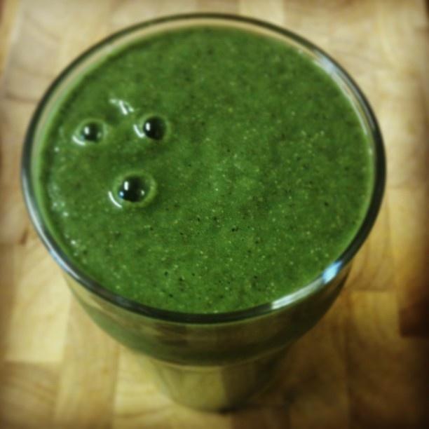 Green Smoothie: spinach, lettuce, cucumber, avocado, banana, pear, chia seeds, baobab powder, maca, lemon juice #rawbreakfast