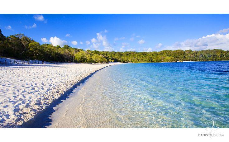 Fraser Island, Lake McKenzie - looks like a sea but it's a freshwater lake