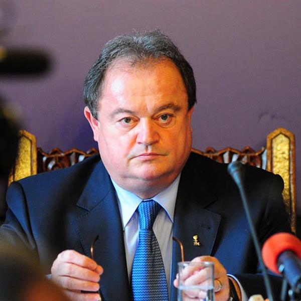 """Vasile Blaga, preşedintele Partidului Democrat Liberal, va fi prezent luni la Buzău. Liderul PDL îşi prezintă în faţa democrat-liberalilor buzoieni moţiunea """"România dreaptă – PDL dincolo de lozinci"""", cu care candidează pentru un nou mandat la conducerea formaţiunii."""