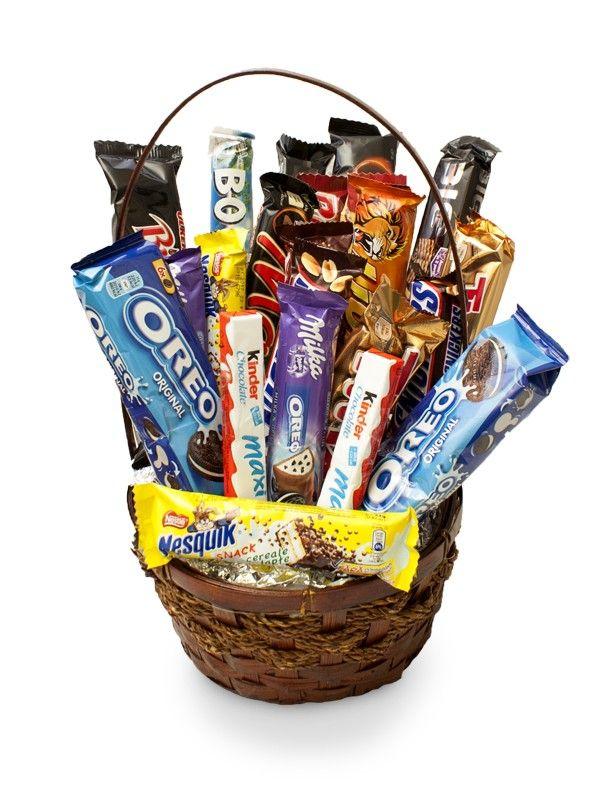 Cos dulce cu Snickers, Bounty, Oreo, Twix, Mars Gustarea pe bat este cea mai rapida, iar atunci cand aceasta presupune o varietate grozava de ciocolata nu te poti abtine sa nu il comanzi. Gustarea cea mai rapida e chiar in acest cos. Comanda-l si bucura-te de el impreuna cu cei dragi.