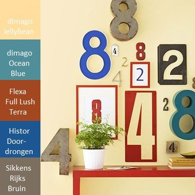 Leuk idee met oude huisnummers als collage op je muur. #wooninspiratie. Geef de huisnummers eventueel een kleurtje.  Dat doe je met verf in een mooie kleurencombinatie.   Tip: Als je metaal gaat verven, wel eerst even schuren, ontvetten en een primer voor metaal gebruiken. En dan afschilderen. (foto: hgtv)