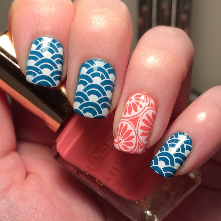 Back to patterns this week - using @barrymcosmetics sunset polish 'Make me teal' & 'For the stars' and @moyou_london  'White knight' for stamping 'Suki plate 04' & 'Sailor plate 03'