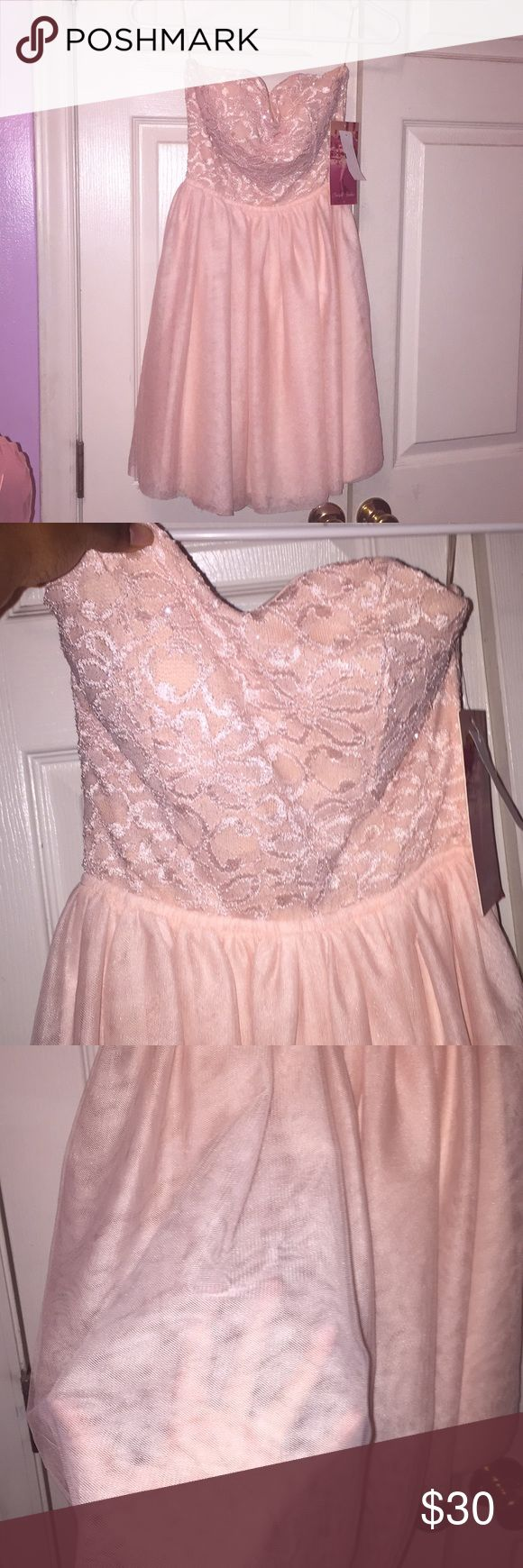 Light pink cocktail dress 💕👠 Never worn pink dress has a open bow on the back with an open back. It also has glitter with flowers on the top that are laced in. It's gorgeous:) Emerald Sundae Dresses Strapless