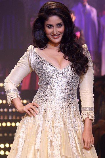 Indian Actor Kareena Kapoor looks resplendent in @ManishMalhotra1's www.manishmalhotr... Brilliant @LakmeFashionWk www.lakmefashionw... ShowStopper: sparkling champagne-silver opulent Silk Gown/Kalidar