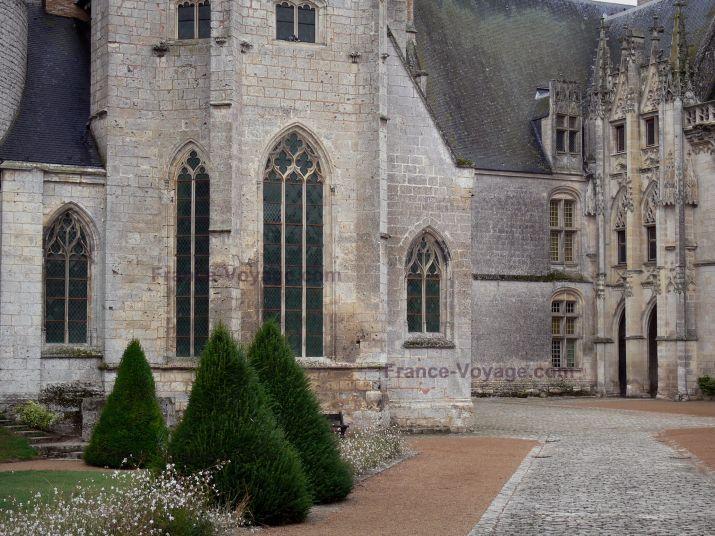 Les 25 meilleures id es concernant ch teau gothique sur for Architecture gothique definition