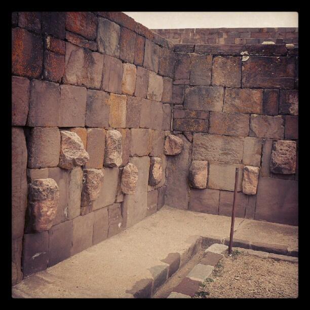 #Tiwanaku pre #inca #culture #Bolivia #ruinas #ruins #ancient #culture