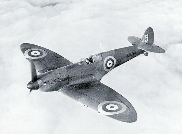 The British Supermarine Spitfire: Fighter Planes, British Spitfire, Supermarin Spitfire, Spitfire Fighter, British Supermarin, Avion Wwii, War Fighter, War Ii, War 19391945