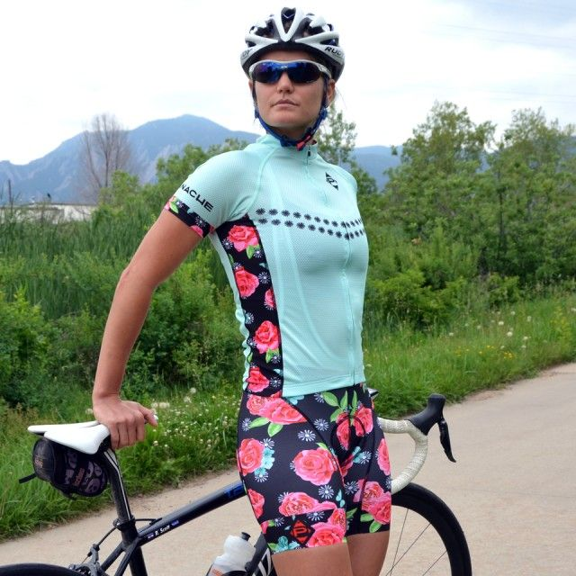 WOMEN'S JERSEY The Panache Women's Jersey is engineered for speed and designed for style. It is a perfect go-to jersey for training rides when you want to LOOK FAST, or for race day competition when y