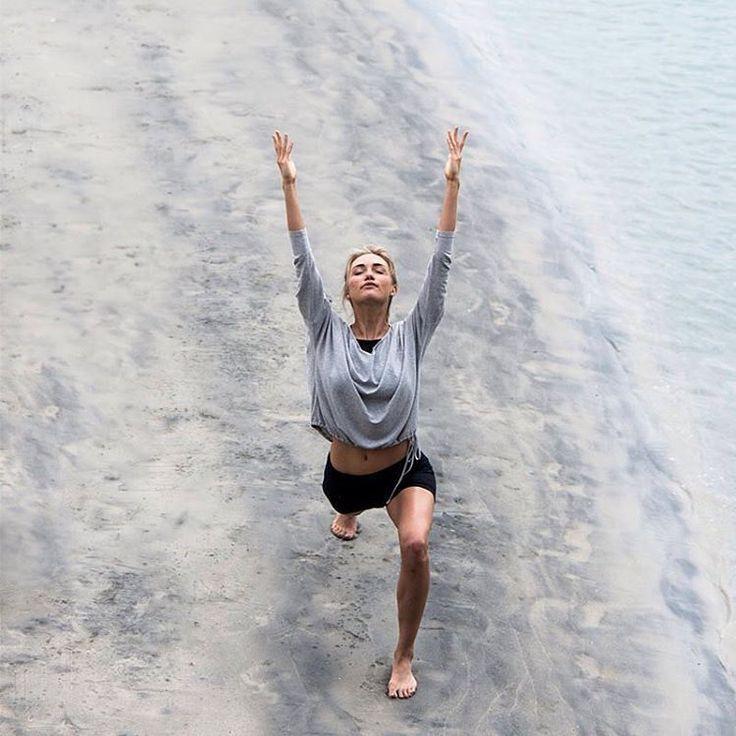 Здесь и сейчас — лучшее время.  Не мечтай о более подходящем времени.  Шри Чинмой  #йогамания #йогамосква #мудрость #осознанность #yogamania  #мир #красота #йога #медитации #практика #любовь #душа #гармония #цитаты #мудрость #свобода #жизнь #мысли #сила_мысли #саморазвитие #позитивное_мышление #йогаасана