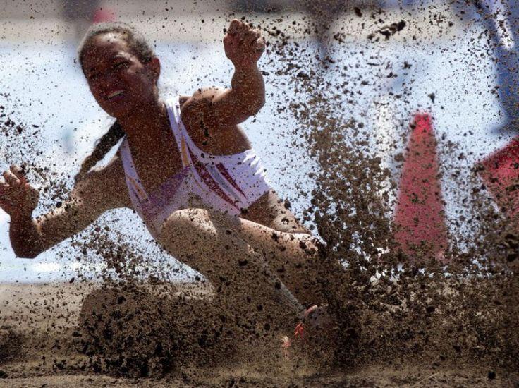 ATHLETISME - La Vénézuélienne Juliana Angulo Jama en plein effort lors de la finale du saut en longueur aux Jeux sud-américains de Santiago, le 13 mars 2014. (AFP/Claudio Reyes)