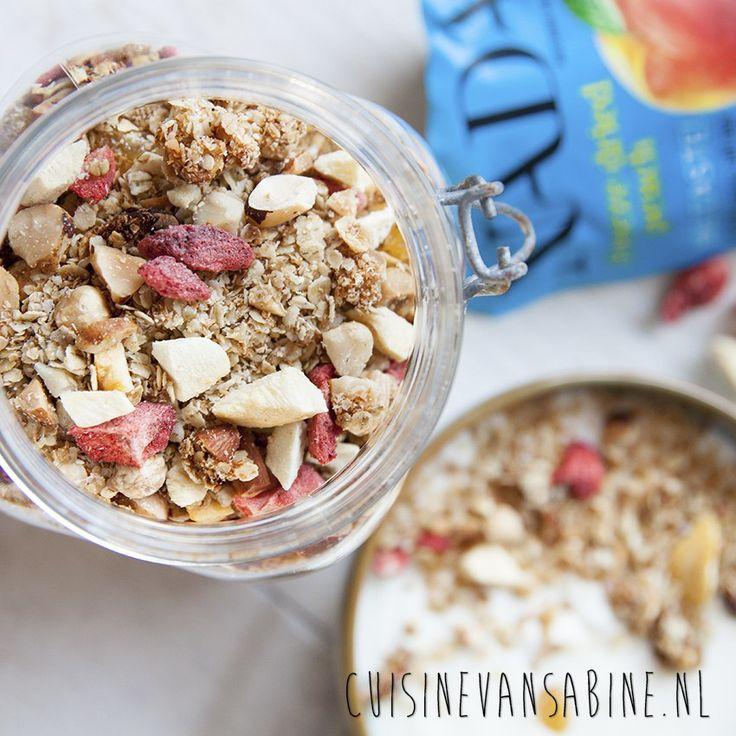 Heerlijke granola met gevriesdrogd fruit en kokos | Granola with dried fruit and coconut