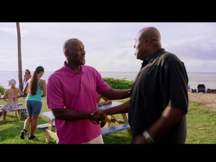 Hawaii 5-0 purchased our 85 Chicago Bears ring to use as a prop in this seasons episode 4 with guest star Otis Wilson #55 from the 85 Bears that just aired. Here he is wearing it! Get yours and other replica championship rings at ringkingshop.com. #nfl #superbowl #bears #chicagobears #chicago #steelers #cowboys #giants