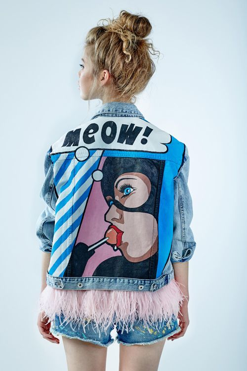 "Denim jacket ""Catwoman"" of gently blue color. 100% COTTON. Hand painted, decorated with detachable ostrich  feathers of pink colour.Woven label in organic cotton.NOT VINTAGE JACKET!"