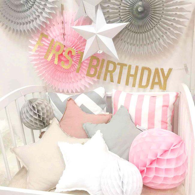 FIRST BIRTHDAY ゴールドグリッターのガーランド 初めて記念日、1歳のお誕生日に