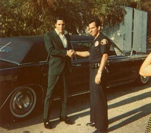 """Résultat de recherche d'images pour """"elvis and Lincoln Continental Executive Limousine de 1967"""""""