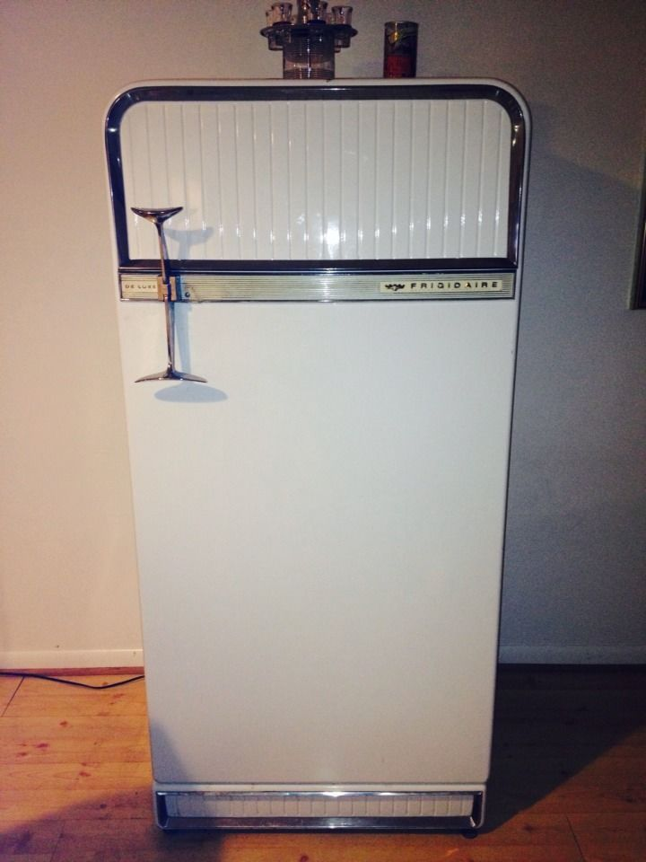 vintage antique 1956 deluxe frigidaire refrigerator by general motors 100 free local pickup. Black Bedroom Furniture Sets. Home Design Ideas