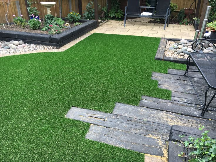 Unique up close decking and artificial grass design
