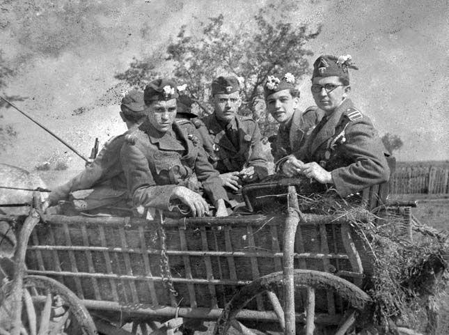 1940. Bevonuló leventék Erdélyben