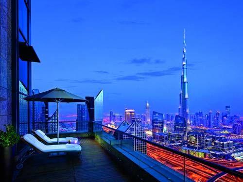 Shangri-La Hotel, Dubai - Situé à Dubaï, dans la rue Sheikh Fayed Road, le Shangri-La Hotel, Dubai vous accueille à 10 minutes en voiture du centre commercial Dubai Mall et de la tour Burj Khalifa. Adresse Shangri-La Hotel, Dubai: Sheikh Zayed Road  Dubai