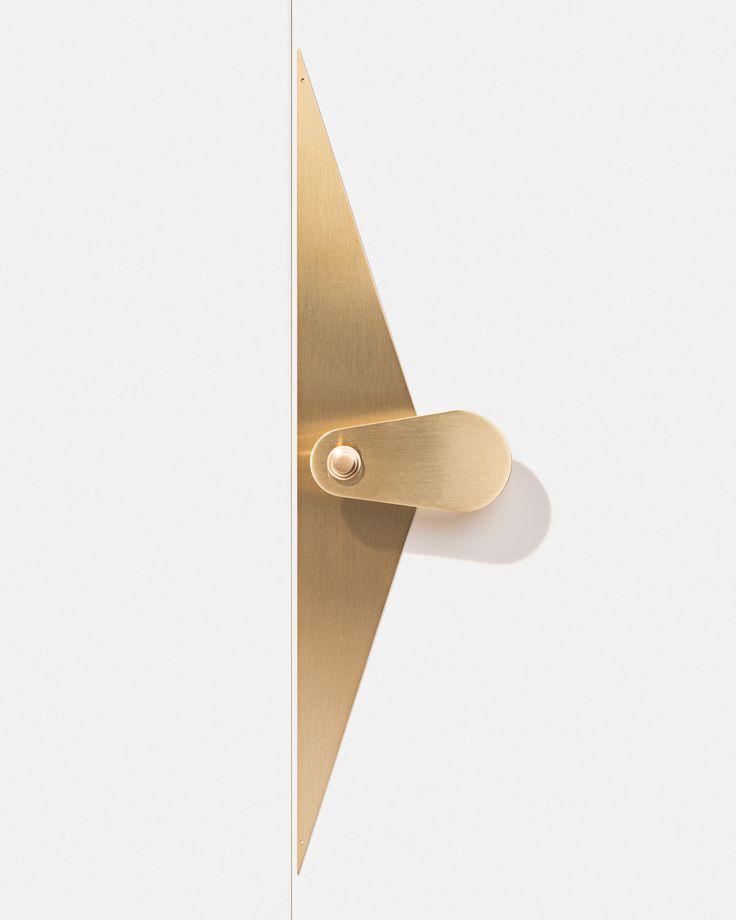 Poignée de porte / Door handle - circé small bold - finition laiton www.bonnemazou-cambus.fr Photos: Cyrille Robin