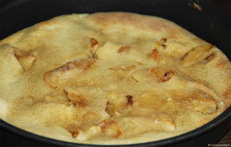 La Pascade est une spécialité aveyronnaise populaire, généralement préparée et servie après Pâques, qui marque la fin du carême. Pascade vient de l'occitan pascada, un mot dérivé de Pâques. Pour préparer cette gourmandise, rien de plus simple... quelques...